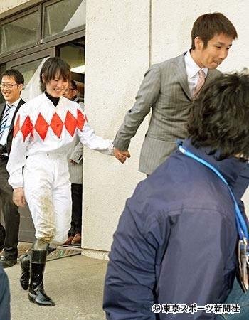 さすがアサヒ芸能、金沢の調教師が菜七子の手を握った事件を取り上げるw