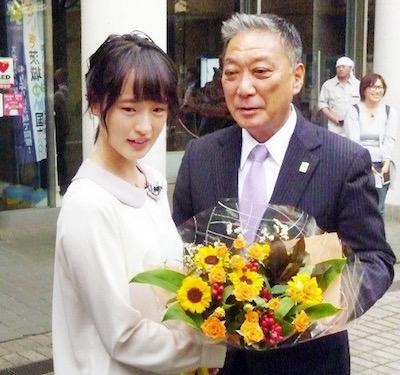 藤田菜七子騎手が出身地の茨城・守谷市に凱旋!市長と「街自慢対談会」その姿がかわいすぎると話題!