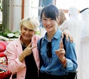 藤田菜七子騎手、ばっちり化粧とオシャレして海外旅行満喫中!