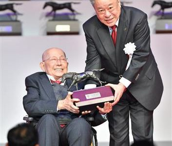 原良馬さんがJRA授賞式に出席